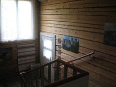 Hirsipinnalla oleva portaikko.
