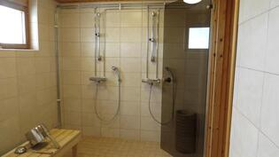 Taloyhtiön hienoksi remontoitu saunaosasto