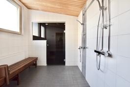 Kylpyhuone yleisissätiloissa