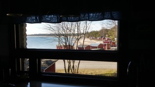 Keittiön ikkunasta ihana näkymä Gunnarsin rannan k
