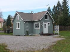Hirsirakenteinen talo on peruskorjattu vuonna 2003