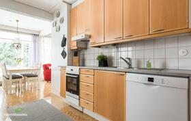 Tässä keittiössä on mukava puuhastella,