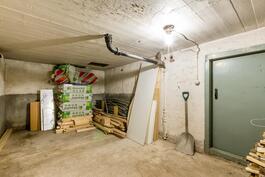 Näkymä kellarikerroksen noin 17,4 m² varastotilaan