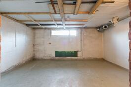 Näkymä kellarikerroksen noin 13,9 m² varastotilaan