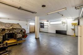 Näkymä kellarikerroksen noin 48,1 m² harrastetilaan