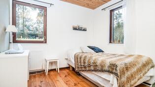 Lisäsiiven makuuhuone 1