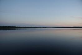 Järvi länteen
