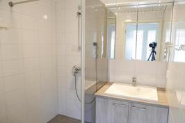 toinen wc/kylpyhuone