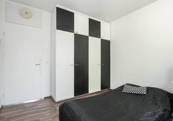 Makuuhuone 2, jossa komerot
