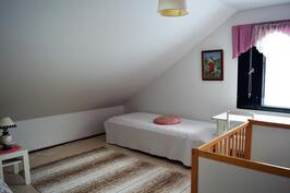 Yläkerran makuuhuone 2.