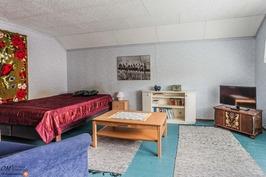 Makuuhuone 4 (yläkerta)