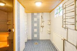 B-asunnon  kylpyhuone