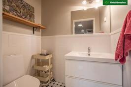 Alakerran WC on uudistettu kauttaaltaan v. 2018