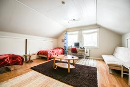 Yläkerran makuuhuone / Övre våningens sovrum