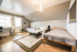 Yläkerran makuuhuone / Sovrum i övre våningen