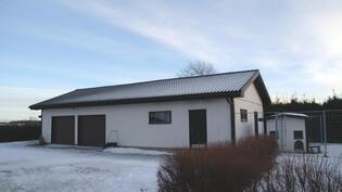 Iso autotalli/ verstas.  Aninkainen.fi Rauma Merja Tuomola 0400 911 740