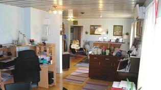 Todella iso olohuone.  Aninkainen.fi Rauma Merja Tuomola 0400 911 740