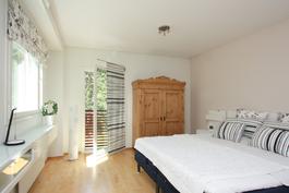 Yäkerran makuuhuoneessa ranskalainen parveke