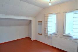 Yläkerran pieni huone