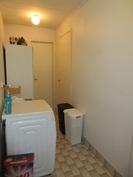 ... talon erillisessä kylpyhuonetilassa on myös kaapistoa ja yhteys mm. varastoon!