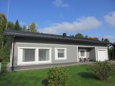 Talon ikkunat on uusittu v.2017 ja sisäpinnoissa on kaunista tummaa laminaattilattiaa ja ...