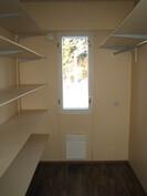 ... talossa on lisäksi erillinen ikkunallinen vaatehuone!