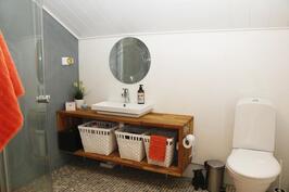Yläkerran pesutila/WC.