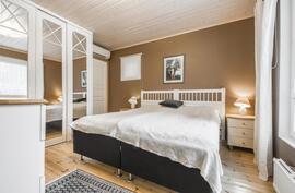 Makuuhuone 4, laajennusosassa.