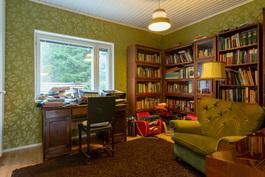 Kirjasto/makuuhuone