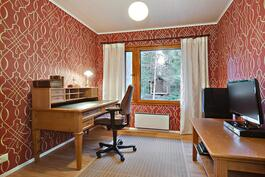 Työhuoneessa arvokas tunnelma/ Arbetsrum med fin stämning
