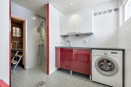 Kylpyhuone remontoitu v. 2012