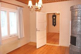makuuhuone 1, kauniit puuovet