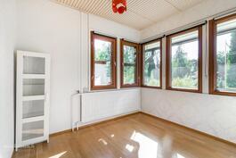 Huone 1. Jessi-Juulia Kuisma p. 0503663335 Aninkainen.fi, Helsinki.