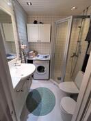 Kylpyhuone on uusittu 2007