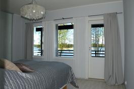 Makuuhuone, josta merinäkymä