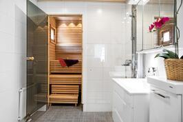 Kylpyhuone ja sauna uusittu 2014