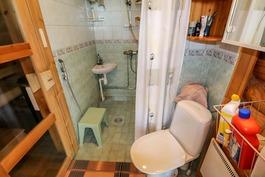 Rantasaunan yhdistetty suihkutila ja wc