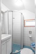 Alakerran WC/kylpyhuone
