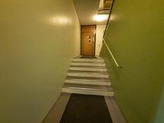 Hissille muutamat portaat.