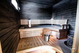 Sun sauna, jossa kuituvalot ja Harvian sähkökiuas