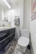 Ensimmäisen kerroksen erillinen wc