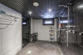 Kellarikerroksen saunaosasto