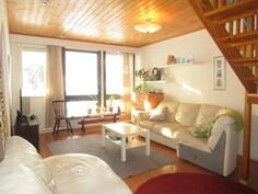 Talossa koneellinen ilmastointi lämmöntalteenotolla ja olohuoneesta on käynti myös ...