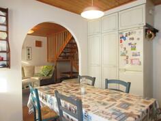 Keittiöön ja olohuoneeseen on tehty seiniin pintaremonttia viime vuosien ...