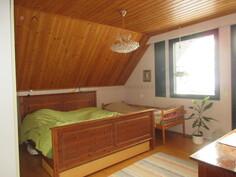 ... isoin makuuhuone, josta on myös käynti kätevästi ...
