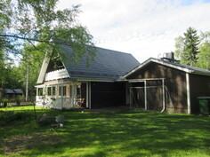 ... kätevasti taloon liitetty autotallirakennus ja mm. vesikate myös uusittu!