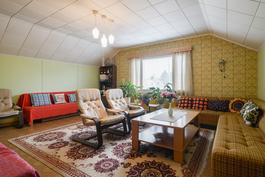 Yläkerran olohuone / Vardagsrum i övrevåningen