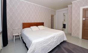 Makuuhuone 1 (keskikerros)