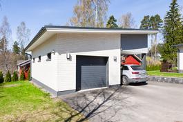 50 m2:n lämmin autotalli/varastorakennus/autokatos