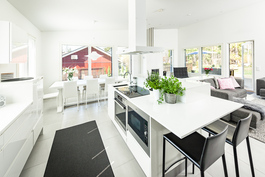 olohuone/keittiö/ruokailutila n. 60 m2